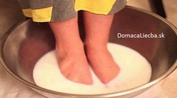 Nevyhadzujte peniaze za pedikúru: Tento kúpeľ vaše nohy zhebčí, zvláčni a okrášli
