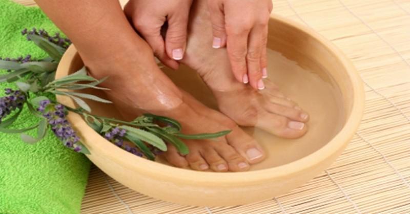 Zbavte sa mykózy nechtov na nohách s týmito 5 bylinkami a domácimi kúrami